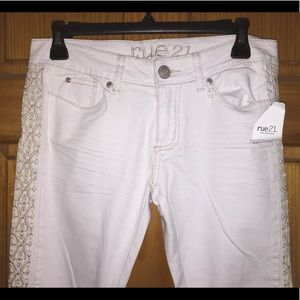 Rue 21 White Jeans with Gold Design Lining ✨